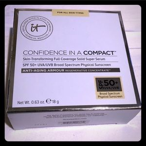 🆕 IT Cosmetics Confidence in a Compact - Light